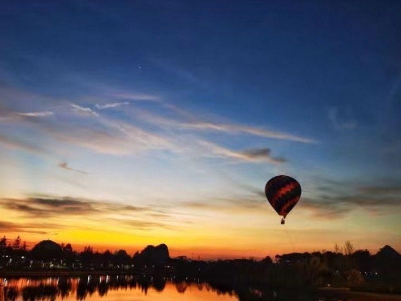 hot balloon night
